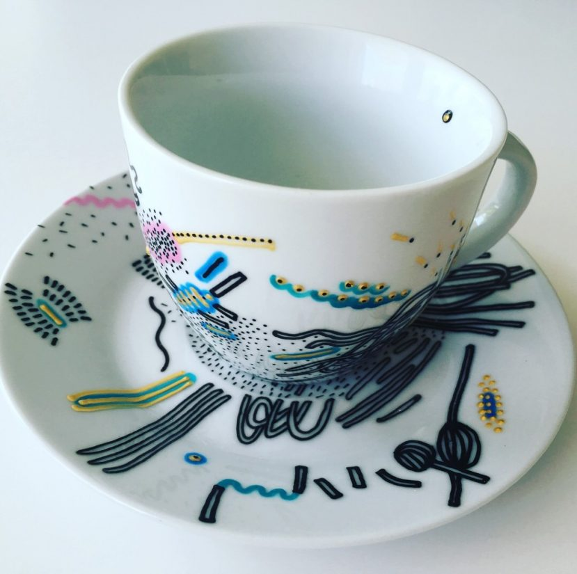 šálka podšálka kreslený porcelán